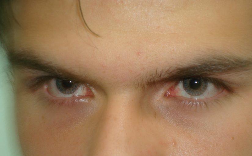 Divatos és bohókás színes kontaktlencse