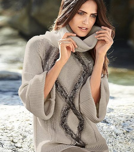 A kötött ruha kihangsúlyozza a nőiességet